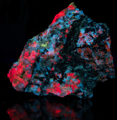 Fantasy Rock fluorescing under SW UV from Greenland