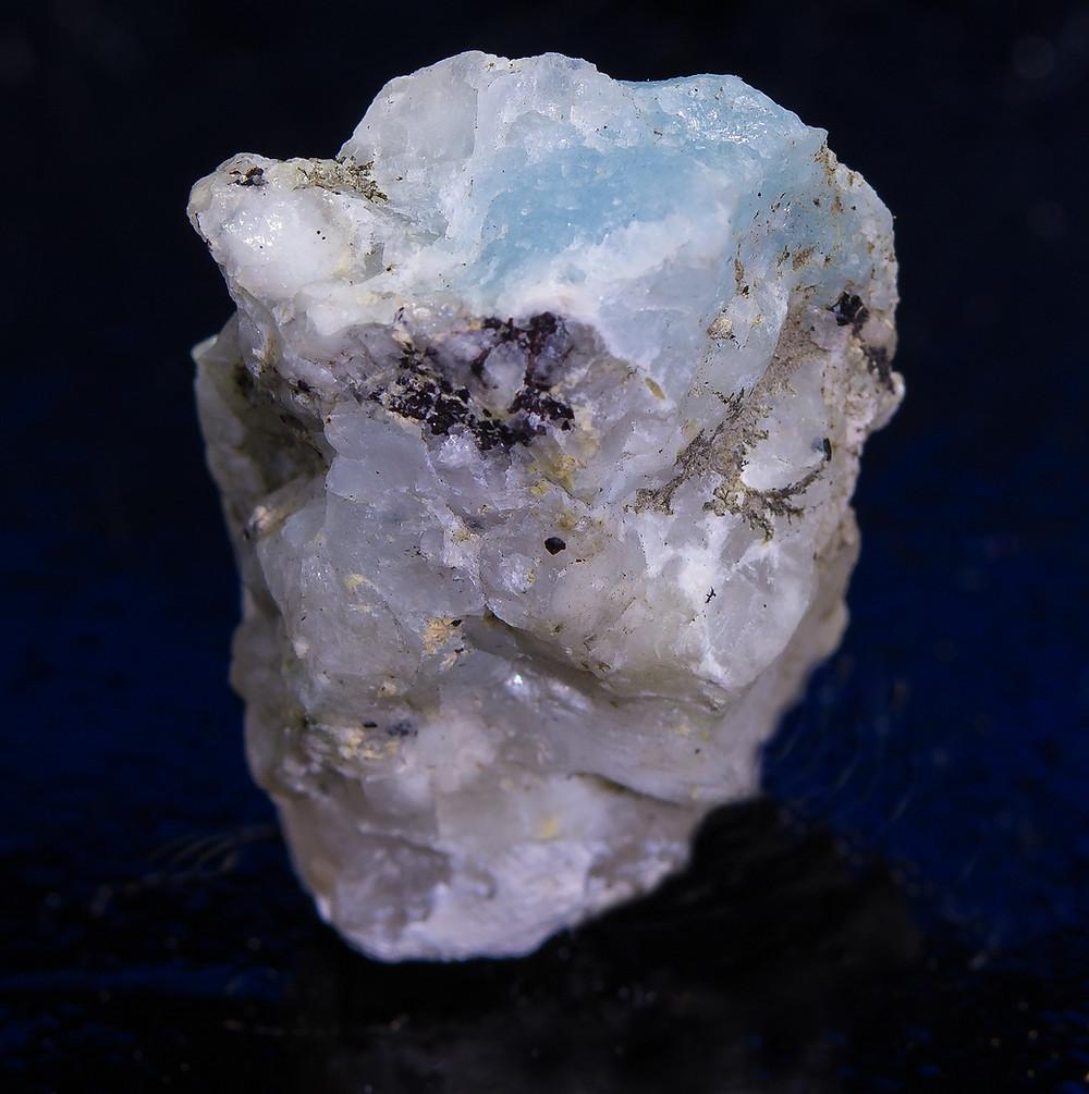 Blue Tugtupite - White light
