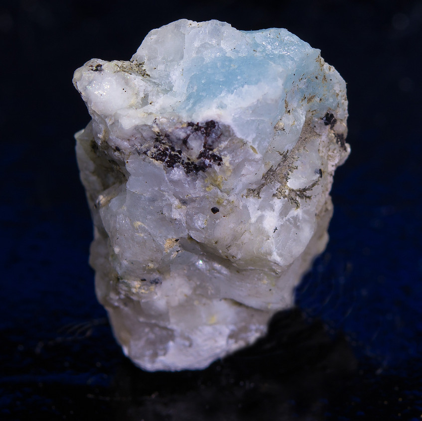 Blue-Tugtupite-Natural