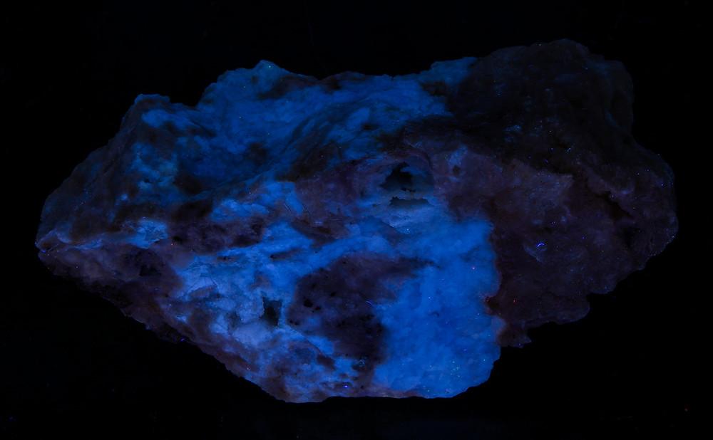 Prosopite under shortwave UV