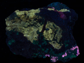 Vlasovite and Agrellite, on Eudialyte, shortwave - Kipawa Alkaline Complex, Quebec, Canada