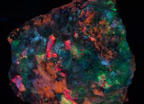 Tugtupite, Sodalite, Analcime, Chkalovite - Greenland