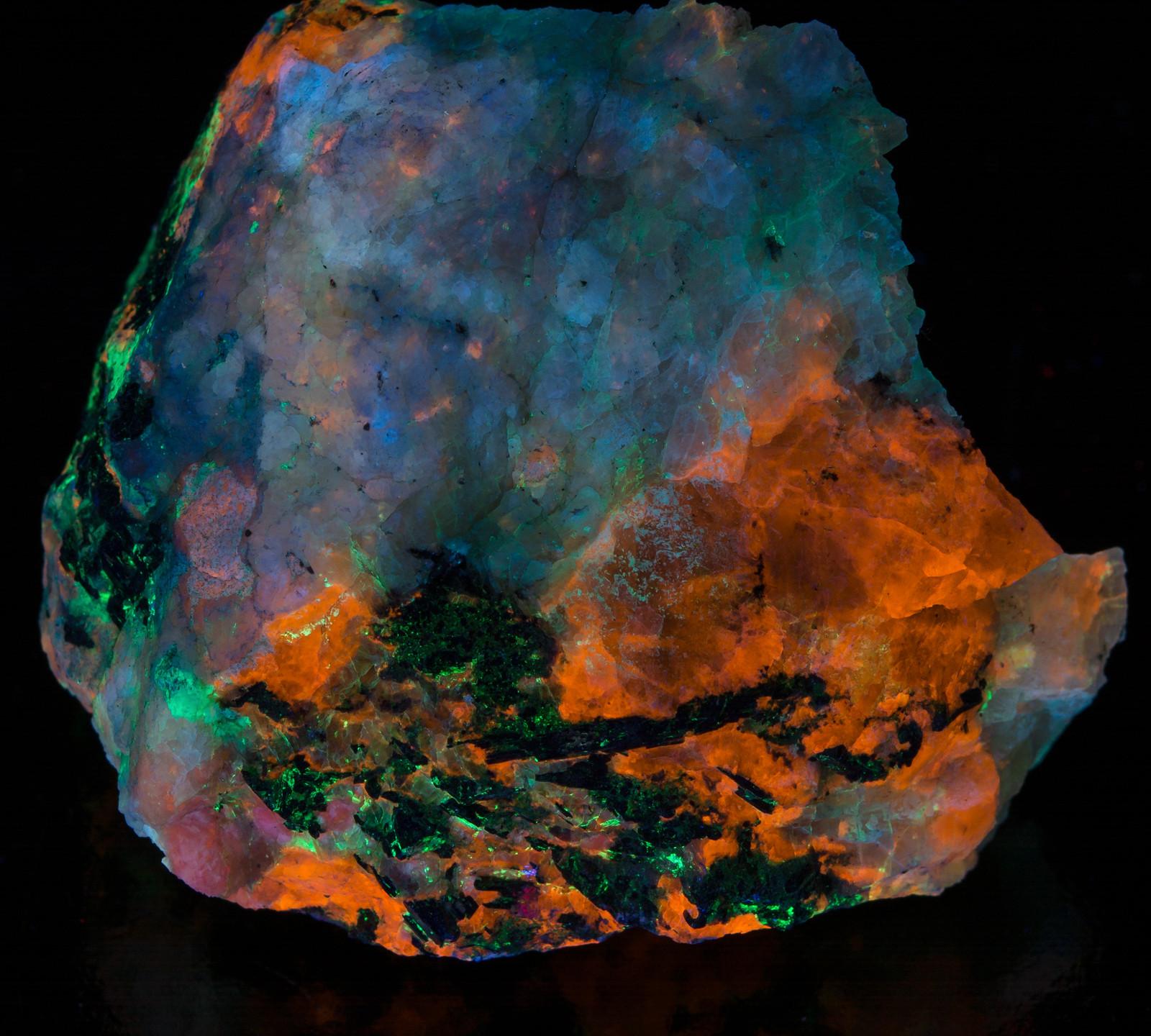 Sodalite Chkalovite Fluorescent