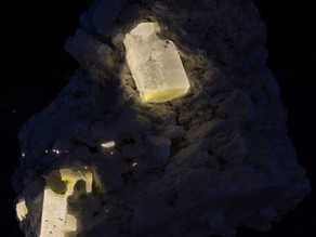 Apatite from Pakistan with Unusual Fluorescent Responses
