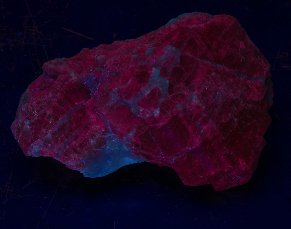 Scapolite Crystal, shortwave - Afghanistan