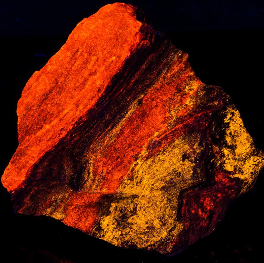 Svabite and Calcite - SHORTWAVE