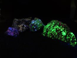Is there a fluorescent mineral that will allow one to distinguish between different UVA wavelengths