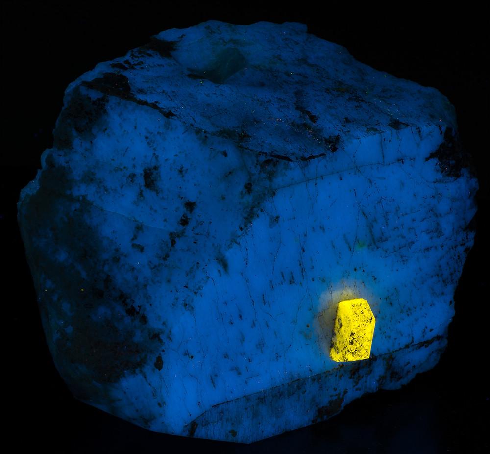 Apatite crystal in feldspar - shortwave UV