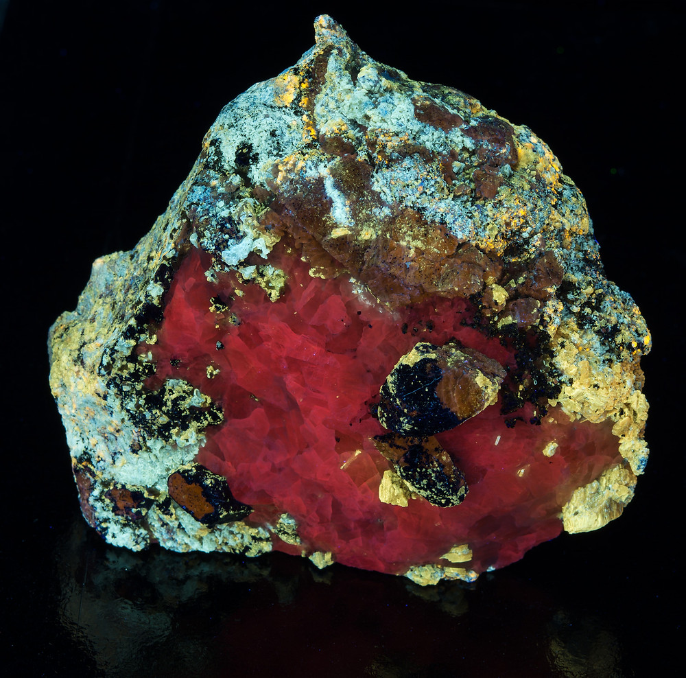 Afghanite, calcite, phlogopite - Fullwave