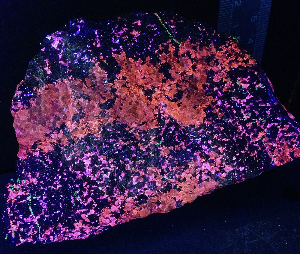 Sphalerite (longwave), Sterling Hill - Collection and photo - Howie Green