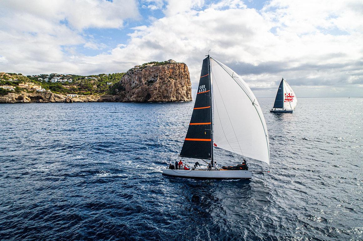 2 båter med OneSails storseil og asymmet