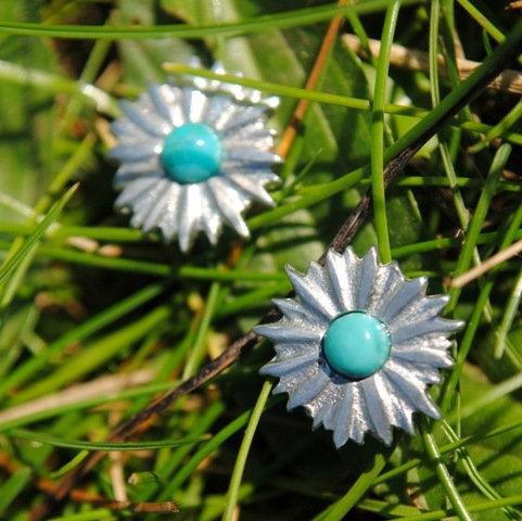 Daisy Stud Earrings, pewter
