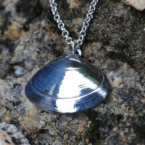 Porthcurno Clam Pendant, pewter