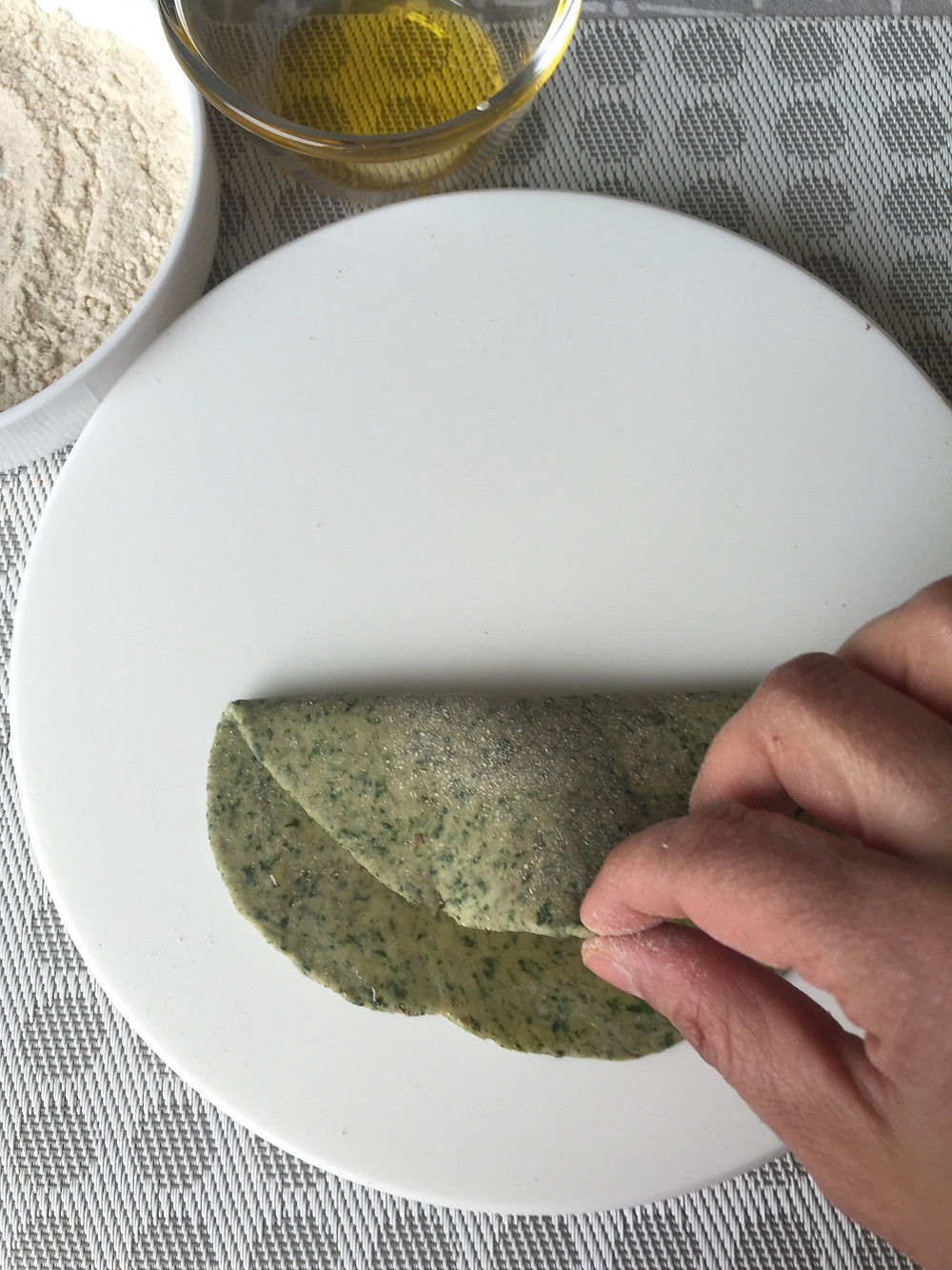 Spinach Paratha, rolling technique