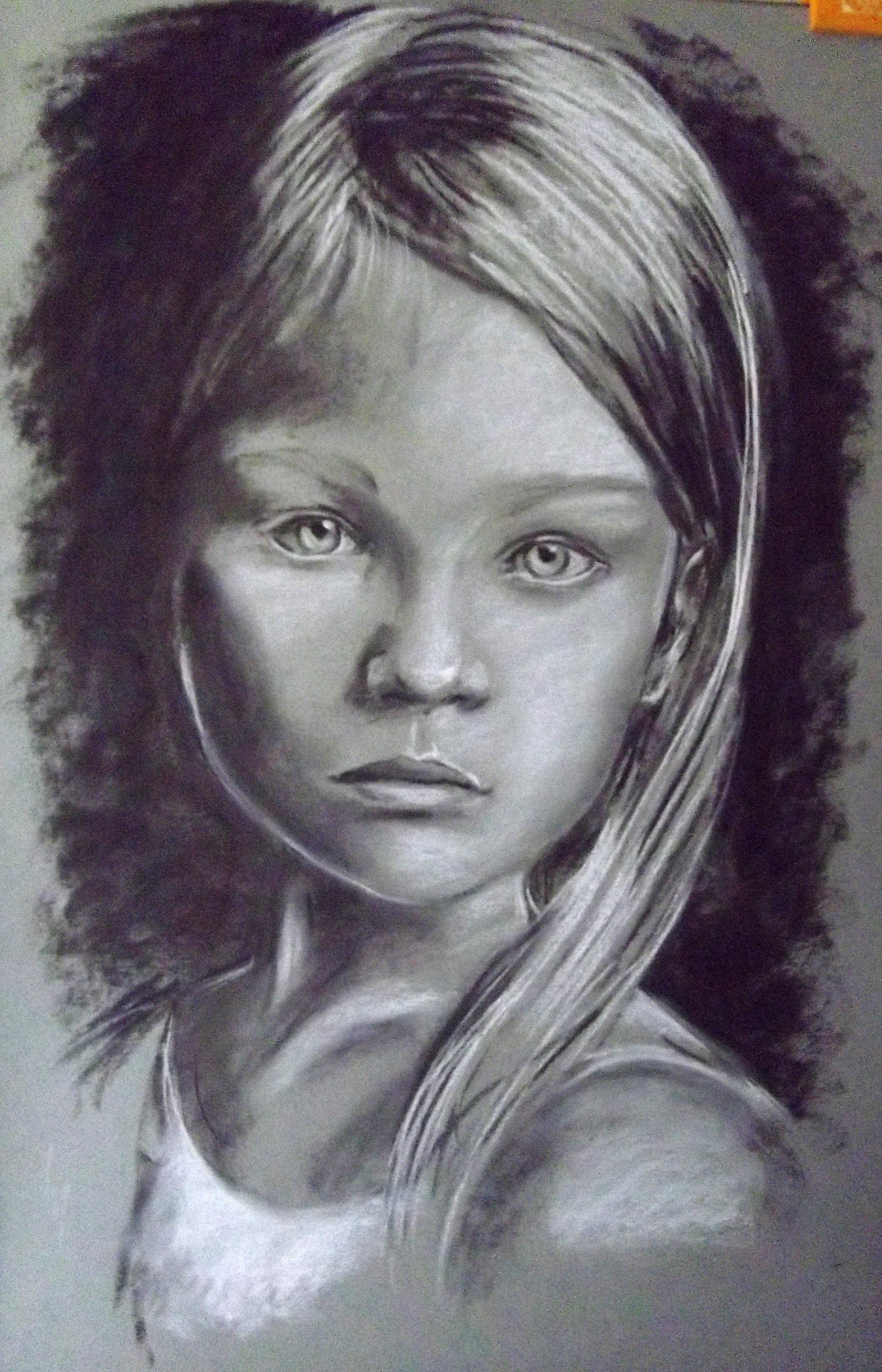 Portrait de petite fille, fusain et