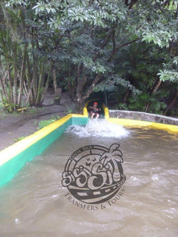 Tobogan de Agua Bajando