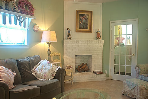 miss_lillies_livingroom_3.jpg