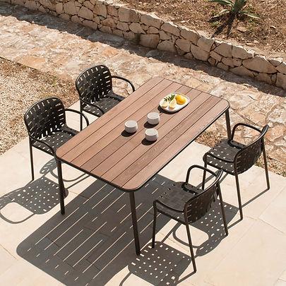 Emu-Yard-Tisch-Armlehnstuhl-von-oben-Ter