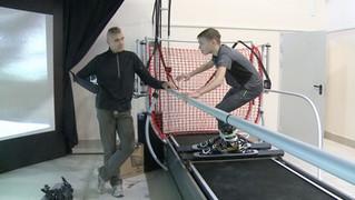Юные спортсмены Камчатки тренируются на горнолыжном тренажере