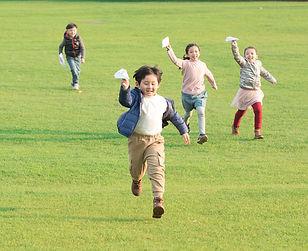 小学生玩耍.jpg