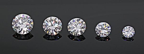5 Carat Diamond, 4Ct 3Ct 2CT 1Ct black background
