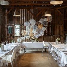 Odstíny bíle svatba ve Stoka Bar