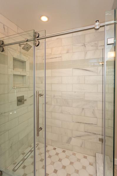 A_Int_4_Master Bath_shower full_broad.jp