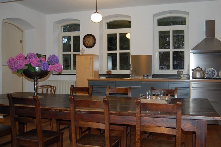 Grand modern kitchen