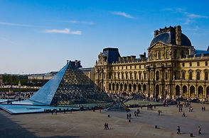 The-Louvre-museum-Paris-main-court-01-87