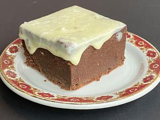 Brownie au chocolat noir, chocolat blanc et cardamome