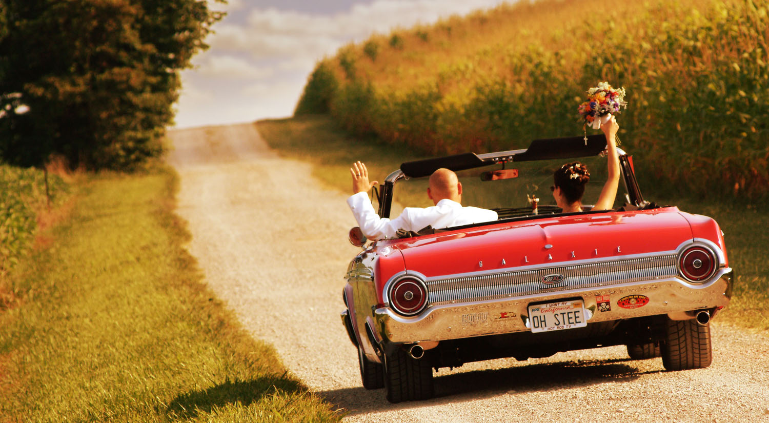 Bridal couple in a classic car