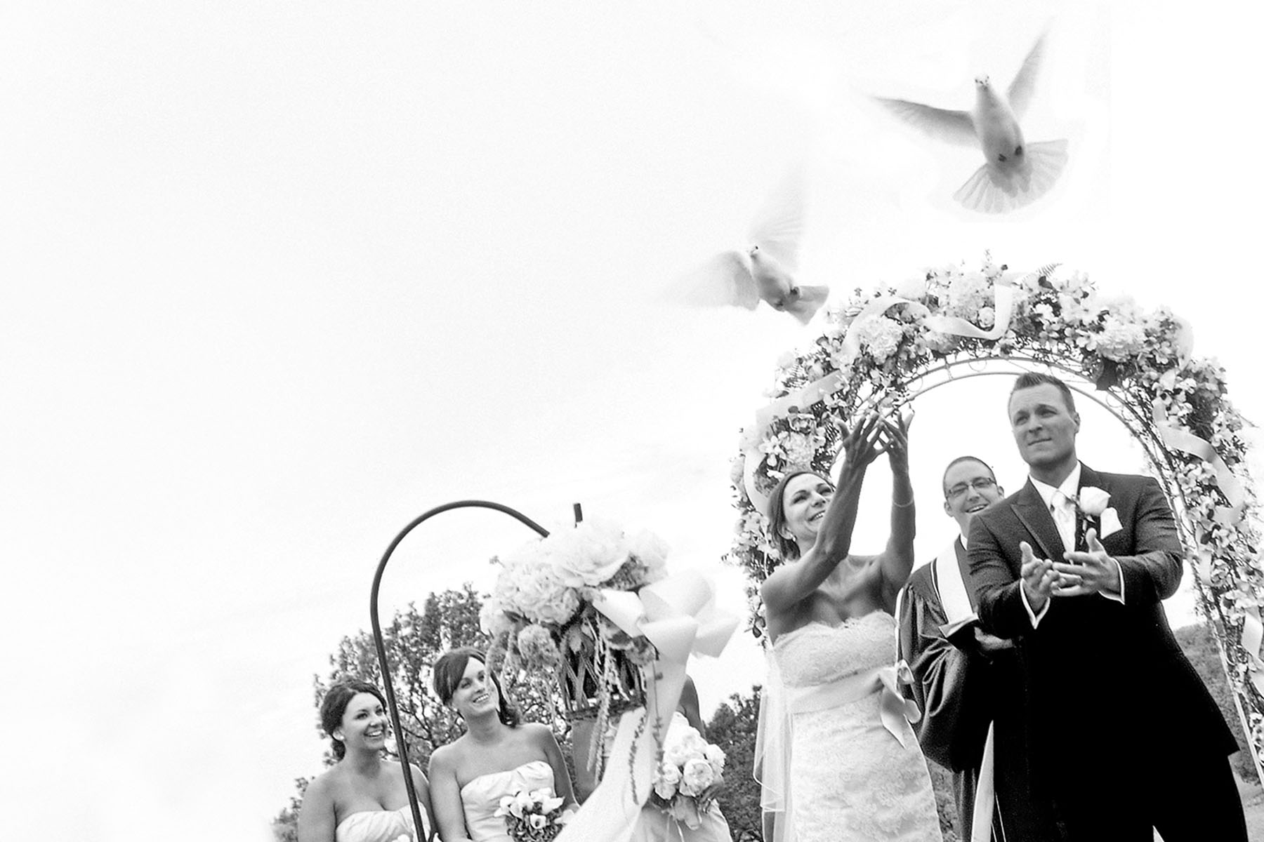 Bridal Couple dove release