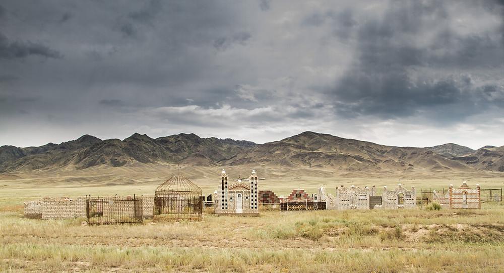 Hřbitov uprostřed pustiny