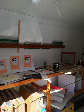 We use creative printmaking techniques and tools that are quick, easy-to-use and non-toxic