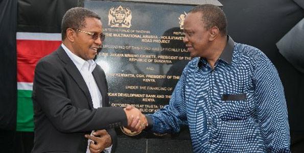 Presidents Jakaya Kikwete (left) and Uhuru Kenyatta. PHOTO   SAMUEL MIRING'U