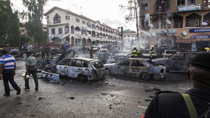 Burnt-out cars are seen at the scene of a blast in Abuja, June 25, 2014. (Reuters/Afolabi Sotunde) / Reuters