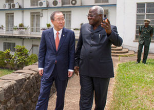 UN Secretary-General Ban Ki-moon (left) marked the completion of UNIPSIL with ceremonies in Sierra Leone. He met with President Ernest Bai Koroma, right. (UN Photo/Eskinder Debebe)