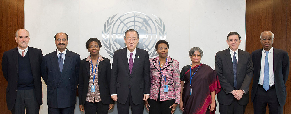 Gert Rosenthal (second from right) with other members of the UN peacebuilding panel of experts and Secretary General Ban Ki-moon (center). New York, February 12, 2015. (UN Photo/Mark Garten)