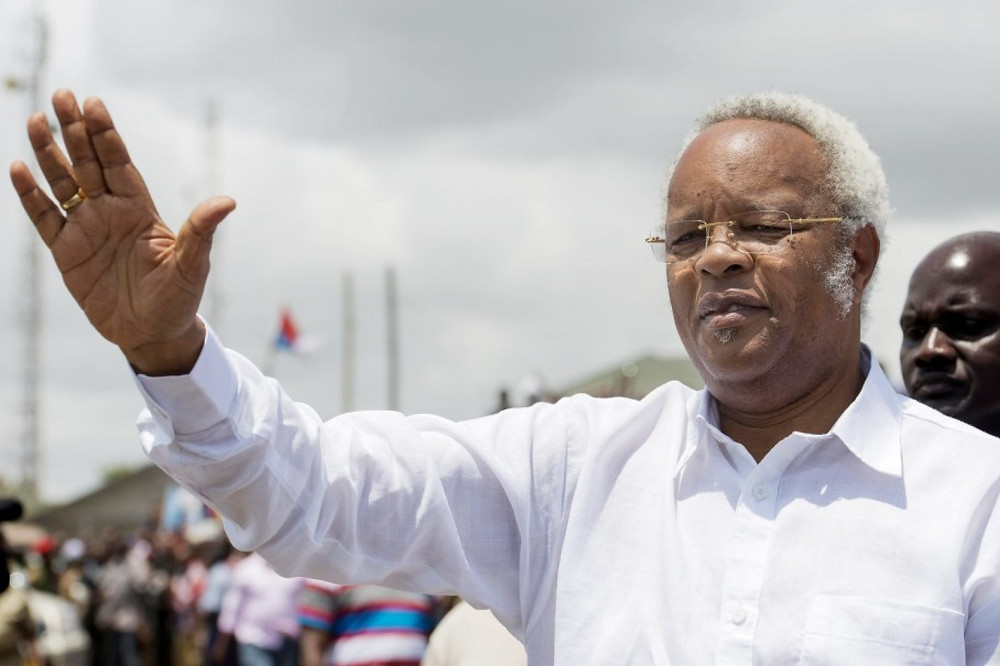 Former Tanzanian prime minister and presidential candidate Edward Lowassa greets the crowd as he arrives to hold a campaign meeting  Oct. 1 in Dar es Salaam. Tanzanian citizens will elect a new president  Oct. 25. (Daniel Hayduk/AFP/Getty Images)