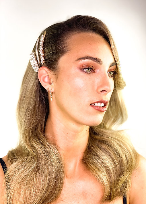 Voluminous Wave Hairstyle - How To Wear Hair Clips - BEAU MANE