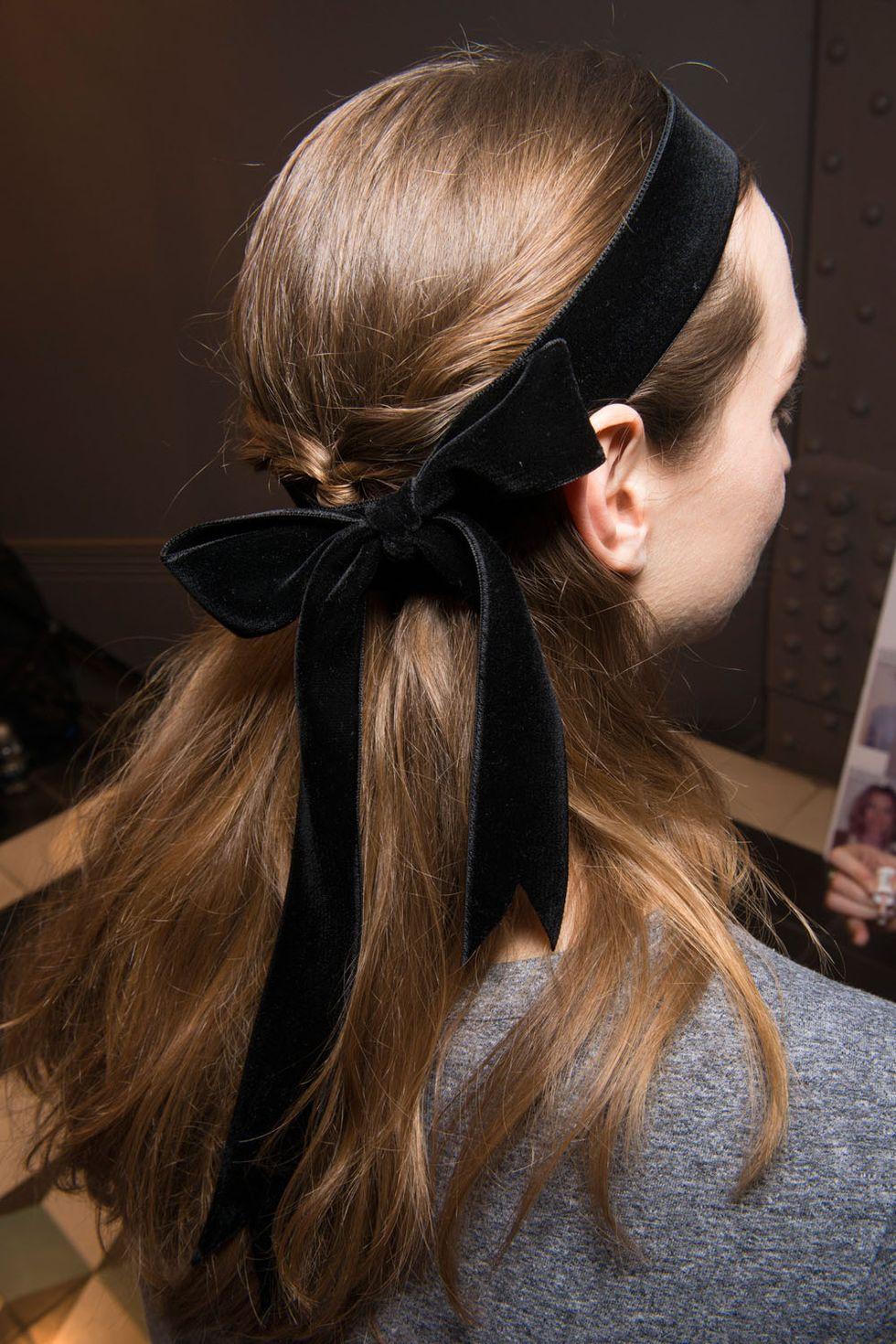Temperley London fall 2017 headband bow half-up hairstyle