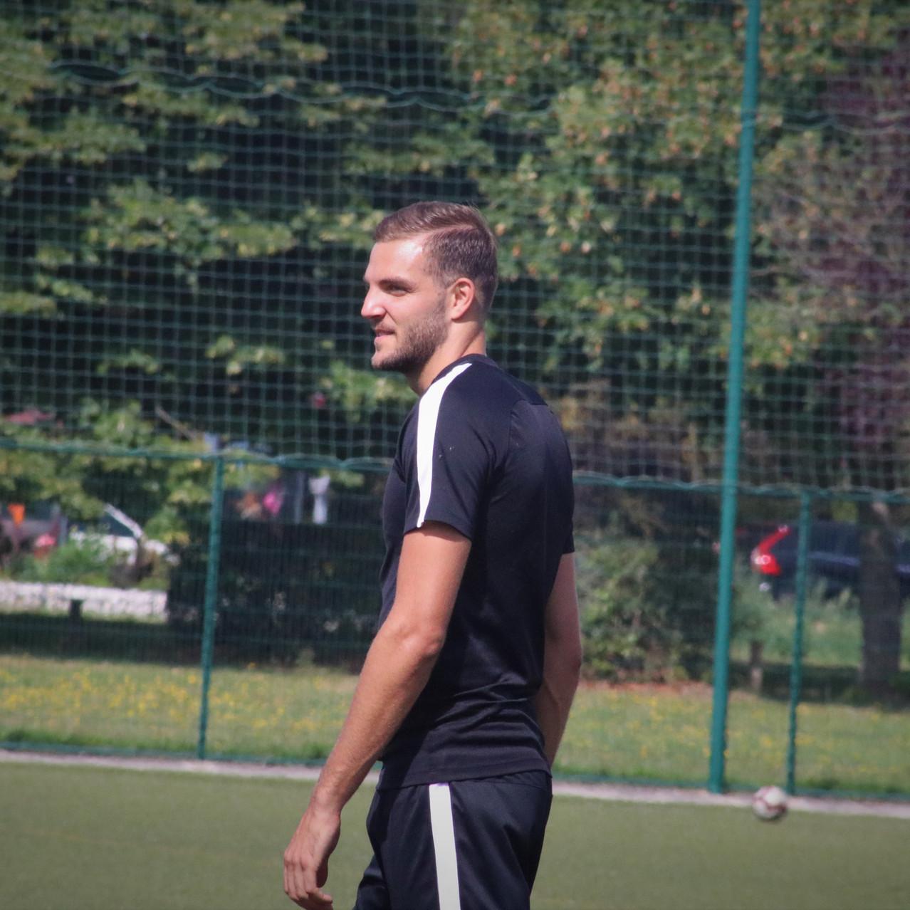 Enzo Bovis
