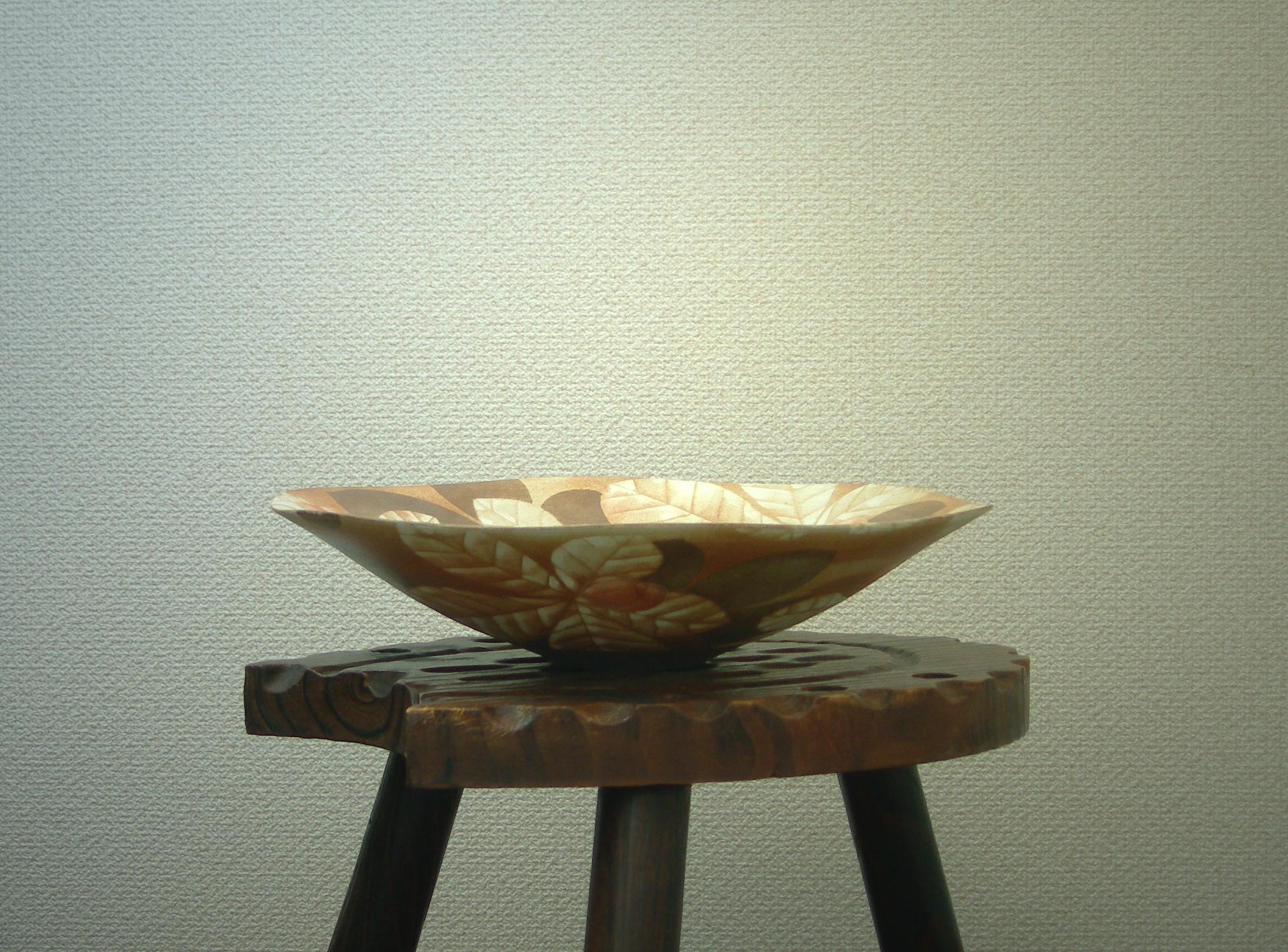 白彩栃の葉文花器
