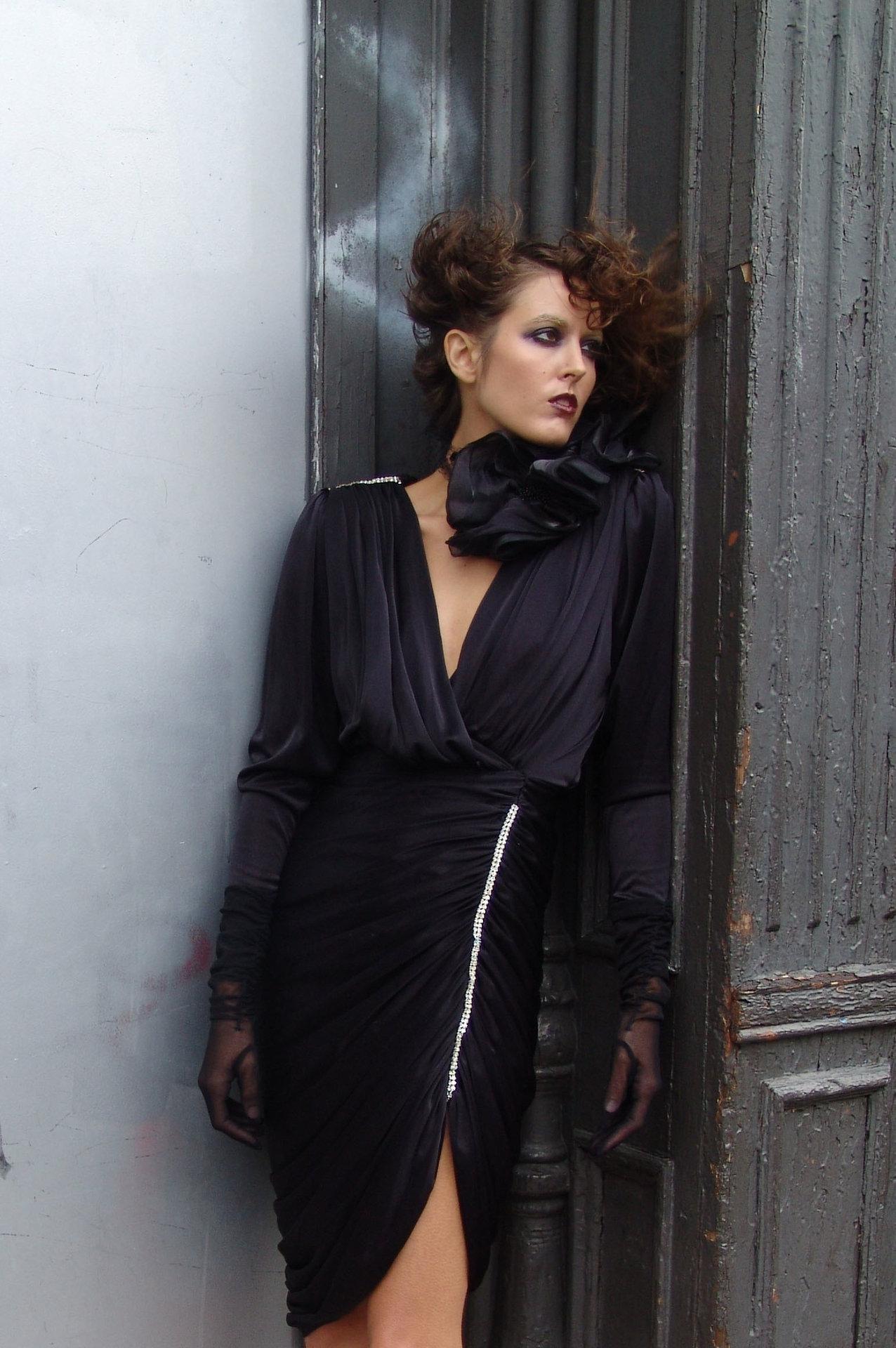so_blu_fOR+WEB+#+4_blk_dress_shot_Color.jpg