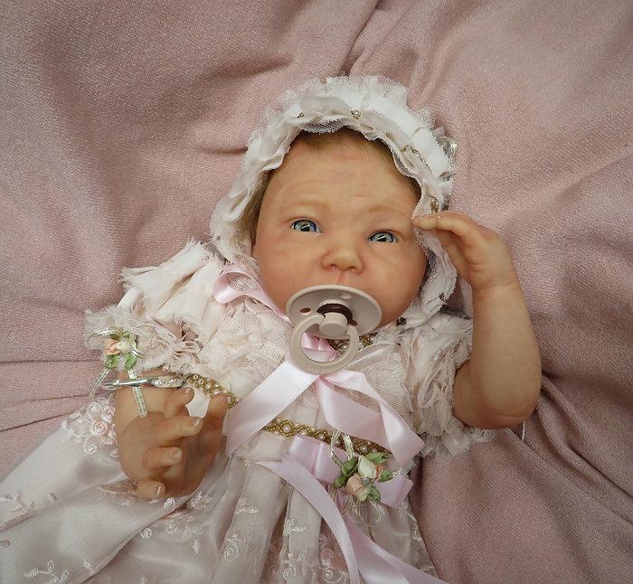 Passion Poupons Reborn est une entreprise du Québec de création de poupées réalistes, ou poupées reborn, de haute qualité. Chaque poupée de collection ultra-réaliste est unique, fabriquée et peinte à la main Disponibles sur commande personnalisée, à partir d'une photo ou par mon imagination.