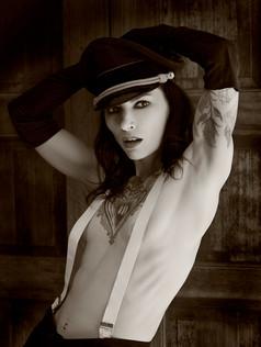 Mistress Simone Kross