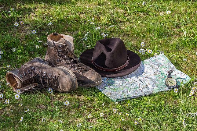 hiking-1312225_1920.jpg by pixabay
