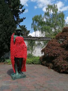 Hans Kock_Weibliche Gestalt_Streetsculpting_Schöne Figur