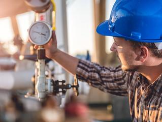 Petres defende transição energética como forma de reduzir impacto e aumentar segurança no país