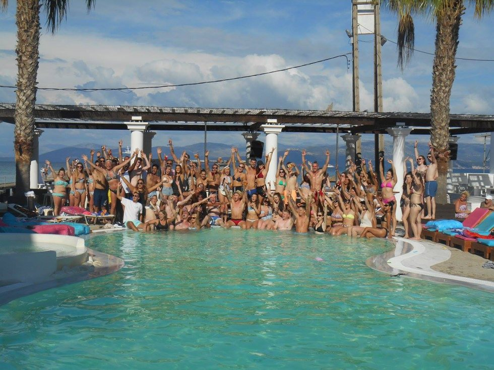 Quayside Village Hotel - Pool Party
